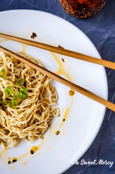 Low carb noodles with chili garlic oil Garlic Oil Recipe, Low Carb Noodles, Chili Oil, Veggies, Simple, Tableware, Sweet, Ethnic Recipes, Food