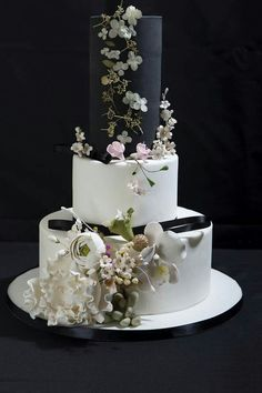 Stunning black and white cake. Perfection!