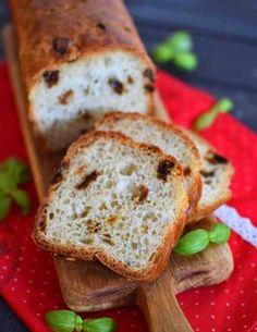 Przepis na chleb pełnoziarnisty ze słonecznikiem na miodzie - MniamMniam.com Bread, Food, Cakes, Gastronomia, Diet, Cake Makers, Brot, Essen, Kuchen