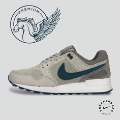 #nike #nikeair #pegasus #sneakerbaas #baasbovenbaas  Nike Air Pegasus-89- This premium release got a grey upper and a darker shade of grey on the heel. The Swoosh got a nice blue-colorway which makes the sneaker a vibrant addition for your collection.  Now online available | Priced at 99.95 € EU | Men Sizes 41 - 46 EU