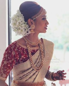 Beautiful South Indian Bride C The styles by Sha Hair White Flowers in hair Floral bun Bridal jewelry South Indian Bridal saree Temple jewellery Bridal look Bridal hairtsyles saree blouse Jhumka Indian Weddings Bridal Bun, Bridal Hairdo, Bridal Style, Bridal Makeup, Wedding Makeup, Bridal Sarees South Indian, South Indian Weddings, Indian Bridal Hairstyles, Indian Bridal Outfits
