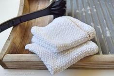 Perlestrik, strikket karklud i enkel perlestrik Knit Crochet, Crochet Hats, Knit Dishcloth, Wood Crafts, Ravelry, Knitted Hats, Crochet Patterns, Victorian, Knitting