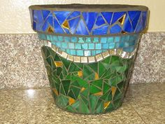 Mosaic Patterns for Pots - Bing Images Mosaic Planters, Mosaic Garden Art, Mosaic Tile Art, Mosaic Vase, Mosaic Flower Pots, Pebble Mosaic, Mosaic Diy, Mosaic Crafts, Mosaic Projects