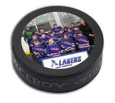 Payge International Inc. Rondelle de hockey #725-CP  No de produit: 725-CP  l'impression en 4 couleur process. Les rondelles imprimées devraient être utilisées comme souvenir. L'impression s'usera si la rondelle est utilisée pour jouer au hockey. Aussi disponible avec un vernis par dessus l'impression. FABRIQUÉ AU CANADA  http://www.creatchmanpromo.ca/