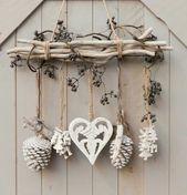 DIY & cottage seasonal decor & beautiful shabby chic Christmas decoration made with branches, pine cones and other natural materials & Love this idea! DIY & cottage seasonal decor & beautiful shabby chic Christmas decoration made w& Shabby Chic Christmas Decorations, Rustic Christmas, Xmas Decorations, Christmas Time, Christmas Wreaths, Christmas Ornaments, Cottage Christmas, Apartment Christmas, Shabby Chic Xmas