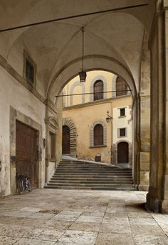 Arezzo: Another amazing photo by Gianni Brunacci. Under this portico or Logge - designed by Renaissance artist and architect Giorgio Vasari, you can eat a delicious meal and peer out onto the Grande Piazza! Giorgio Vasari, Renaissance Artists, Toscana, Siena, Italy Travel, Cool Photos, Photo Galleries, Destinations, To Go