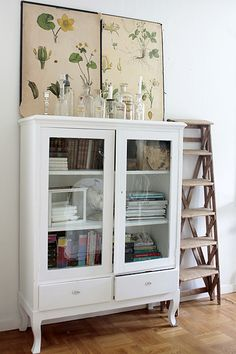 Beautiful white cabinet (via Vintage House)
