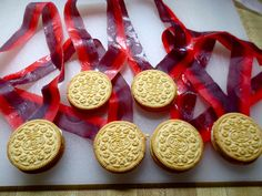 Watching the Olympics with your kids? Make some cookie medals for a winning combination. http://www.ivillage.com/olympic-themed-treats-kids/6-a-559115