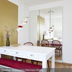 Ihr wollt einem kleinen Raum Tiefe verleihen? Versucht es mit verspiegelten Türen: http://www.roomido.com/wohnideen-f/wohnraeume/einrichtungsstile/platzwunder/featured