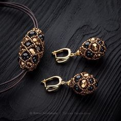 Have a nice day :] I'm showing you a kit from my Fabergé collection. Earrings + pendant in a spe Seed Bead Jewelry, Bead Jewellery, Bead Earrings, Jewelery, Beaded Necklace, Beaded Bracelets, Bead Embroidery Jewelry, Beaded Jewelry Patterns, Jewelry Crafts