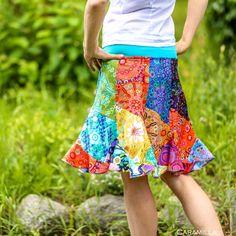 Patchworková+sukně+VLNA+multicolor+(i+těhu)+-+S+Krátká+sukně+z+látek+od+různých+mých+oblíbených+designérů,+převážně+Amy+Butler.+Střih+dole+s+efektem+vlnění,+krásně+se+točí.+Vhodná+i+na+tančení.+V+pase+do+nápletu,+velmi+pohodlná,+nikde+neškrtí.+Je+vhodná+i+pro+těhotné+-náplet+se+krásně+přizpůsobí+rostoucímu+bříšku.+Materiál+sukně+je+100%+bavlna,...