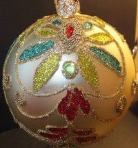 Waterford Holiday Heirlooms Beaded Lace Champagne Christmas Ball Brand New In Box This Beaded Lace Champagne Ball has been designed by Jim O'leary to comm Christmas Balls, Rustic Christmas, Christmas Ornaments, Ornaments Ideas, Waterford Ornaments, Beaded Lace, Christmas Projects, Beautiful Christmas, Green And Gold