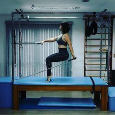 Isometria associado ao fortalecimento de membros superiores. Queridinho do dia! . . . . . #pilatesfuncional #pilateslovers…