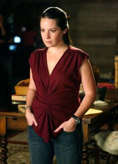 Piper played by Holly Marie Combs.