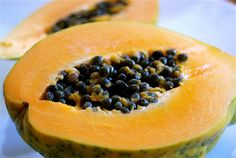 Papaya is the fruit of the angels. Papaya is a fruit in which Vitamin C is abundant. And it is contained many beneficial properties for health. A list of some of the best benefits of papaya is given next. Get Healthy, Healthy Snacks, Healthy Eating, Healthy Recipes, Healthy Seeds, Healthy Skin, Diet Recipes, Papaya Face Pack, Traditional Chinese Medicine