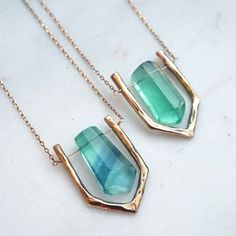 Rings Selber Machen Did you know you need a fluorite necklace? Well, now you do. Resin Jewelry, Crystal Jewelry, Crystal Necklace, Boho Jewelry, Gemstone Jewelry, Jewelry Necklaces, Jewelry Design, Fashion Jewelry, Stone Necklace