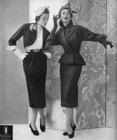 Elise Daniels (l), Dorian Leigh (r) in a Diminutive ad, 1951 How did people breathe? Fifties Fashion, Retro Fashion, Vintage Fashion, Club Fashion, Fashion Suits, Fashion Models, Style Fashion, Moda Vintage, Retro Vintage