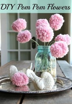 Do you like the pom poms craft project? The pom poms are a fairly simple and interesting craft project that can happily illuminate any space in your house. Kids can also participate in the pom poms craft project to create a colorful space. Kids Crafts, Diy And Crafts, Fork Crafts, Easy Crafts, Easy Diy, Pom Pom Flowers, Diy Flowers, Pom Pom Crafts, Flower Crafts