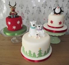 Celebration and novelty cakes christmas-cakes Mini Christmas Cakes, Christmas Cake Designs, Christmas Cake Decorations, Christmas Minis, Christmas Sweets, Holiday Cakes, Christmas Cooking, Christmas Goodies, Xmas Cakes