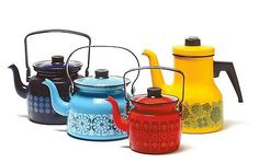 Finnish coffee pots, decorations designed by Raija Uosikkinen and Esteri Tomula, for Finel (in From left: Domino, Sinihilkka, Kehrä and Primavera. Kitsch, Vintage Enamelware, Vintage Kitchenware, Decoration Inspiration, Decoration Design, Enamel Teapot, Enamel Ware, Mid-century Modern, Scandinavian Design
