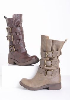 I have these boots in the lighter color :)