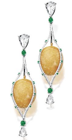 Melo Pearl, Diamond and Emerald Pendent Earrings. Pearl Jewelry, Antique Jewelry, Vintage Jewelry, Fine Jewelry, Jewellery Box, Oxidised Jewellery, Jewellery Shops, Skull Jewelry, Western Jewelry