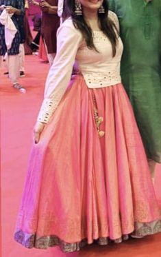 Sari Blouse Designs, Choli Designs, Lehenga Skirt, Lehenga Choli, Chanya Choli, Navratri Dress, Chilli Recipes, Kurti Designs Party Wear, Mirror Work