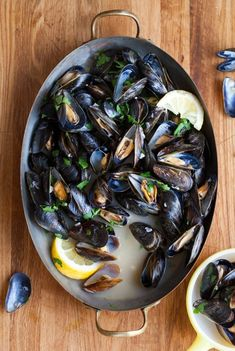Whether we're talking about a dinner party or a quick weeknight meal, it doesn't get much better than a giant bowl of steamed mussels. This dish has the kind of easy elegance and immediate gratification that I look for in both cases. Today, I'm sharing my Fish Recipes, Seafood Recipes, Cooking Recipes, Healthy Recipes, Cooking Tips, Seafood Dishes, Fish And Seafood, Seafood Paella, Steamed Mussels