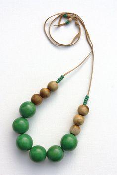 green necklace  emerald wood necklace  chunky door debroervandevogel, €14.00