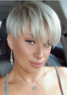 If you're searching for latest pixie haircuts with bangs and fringes then we are here to show off some of the best styles of pixie blonde hair cuts with front bangs. No doubt this is one of the best hair cuts for short hair for every woman to wear for cute look in year 2020. Blonde Haircuts, Haircuts With Bangs, Hairstyles Haircuts, Straight Hairstyles, Cool Hairstyles, Pixie Haircuts, Short Human Hair Wigs, Short Hair With Bangs, Girl Short Hair