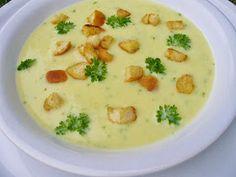 Na přípravu budete potřebovat:                                                                3 větší brambory   1 cibule   čerstvá maj...