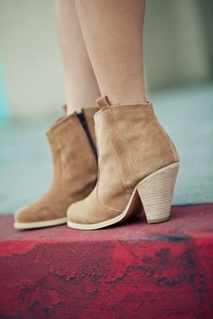 casual Isabel Marant ankle boots  http://www.isabelmarantboots.org.uk