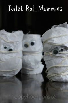 Toilet Roll Mummies - great fine motor, wrapping activity, and super-easy halloween craft for preschoolers. Happy Hooligans