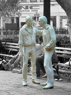 This sculpture by George Segal in the West Village's Christopher Park honors the gay rights movement and commemorates the events at the Stonewall Inn, right nearby, that gave rise to the movement. Gay Rights Movement, George Segal, Human Sculpture, Pop Art Movement, Outdoor Sculpture, Van Gogh, Stonewall Inn, Park, Lgbt