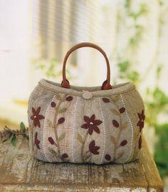 How to make tutorial flower clutch Bag Handbag purse wallet women sewing quliting quilt patchwork applique pdf pattern. $5.00, via Etsy.