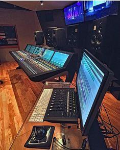 works in the coolest studios! Audio Studio, Music Studio Room, Recording Studio Setup, Instrumental Rap, Home Music, Indie Dance, In Ear Monitors, Studio Gear, Recorder Music
