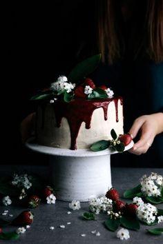 ... fresh strawberry & vanilla layer cake ...