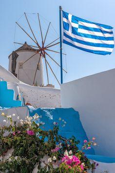 View of Oia windmill - Santorini Cyclades Island - Aegean sea - Greece Santorini Greece, Mykonos, Most Beautiful Pictures, Beautiful Places, Empire Ottoman, Greek Flag, Greek Beauty, Greece Islands, Greece Travel