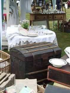 What a great looking Antique Market! A garage sale would be a big success set up like this.