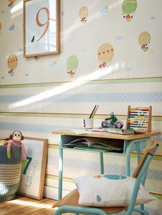 Nos gusta esta combinación de rayas en horizontal junto a divertidos zorros viajando en globo para dormitorios infantiles, dulce y alegre a la vez! https://papelvinilicoonline.com/es/195-esprit-kids-4
