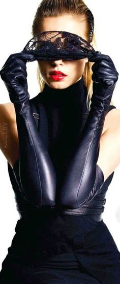 I need for long gloves to return to mainstream fashion...and for the comeback to include leather ones. ASAP. Thank you. Glovely ♥✤ Fashion