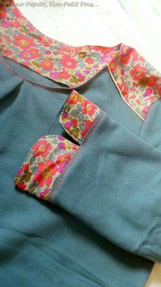 Kurti Sleeves Design, Kurta Neck Design, Sleeves Designs For Dresses, Sleeve Designs, Simple Kurta Designs, Kurta Designs Women, Sari Design, Frock Design, Neckline Designs
