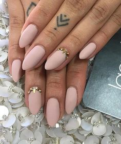 A little bit pointed nails are very feminine. It is important that the top of nail is on middle of nail, not in side. This manicure fits almost every lady, regardless the length of fingers.
