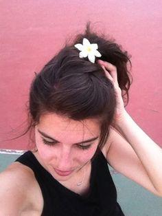 Una flor para otra flor (L)  Horquilla de flor hecha con la técnica de macramé. #bella #horquilla #flor #verano #handmade #accesories #beauty #verano #madrid