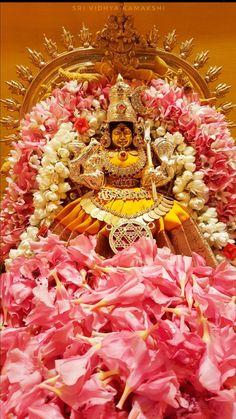 Indian Goddess, Goddess Lakshmi, Lakshmi Images, Lord Vishnu Wallpapers, Puja Room, Durga Maa, Beautiful Nature Wallpaper, Peaceful Life, Mural Painting
