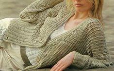 Lavori a maglia per creare un cardigan color sabbia - Un bel cardigan color sabbia lavorato ai ferri utilizzando un particolare punto ajour: troverete gli schemi gratis e tutte le spiegazioni per realizzarlo al meglio in questo articolo.