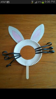 Would b cute to use for pic taking on Easter.I love this easy Easter bunny mask. Easter crafts for kids can be affordable and awesome at the same time. Daycare Crafts, Easter Crafts For Kids, Preschool Crafts, Bunny Crafts, Easter Crafts For Preschoolers, Paper Plate Crafts For Kids, Flower Crafts, Paper Easter Crafts, Easter Egg Hunt Ideas