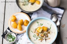 Pilzsuppe mit gebackenem Camembert Cheese Recipes, Soup Recipes, Souped Up, Sauerkraut, Cantaloupe, Good Food, Eggs, Fruit, Breakfast