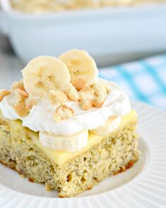 This Banana Pudding Poke Cake has all the flavors of banana cream pie, just in cake form. With layers of banana cake, pudding, cream, banana. Banana Pudding Poke Cake, Best Banana Pudding, Banana Recipes, Cake Recipes, Dessert Recipes, Poke Cakes, Cupcake Cakes, Cupcakes, Layer Cakes