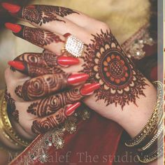 New and Trendy Bridal Mehndi designs that will rule hearts! Circle Mehndi Designs, Round Mehndi Design, Finger Henna Designs, Mehndi Designs 2018, Mehndi Designs For Girls, Mehndi Designs For Beginners, Dulhan Mehndi Designs, Wedding Mehndi Designs, Mehndi Designs For Fingers